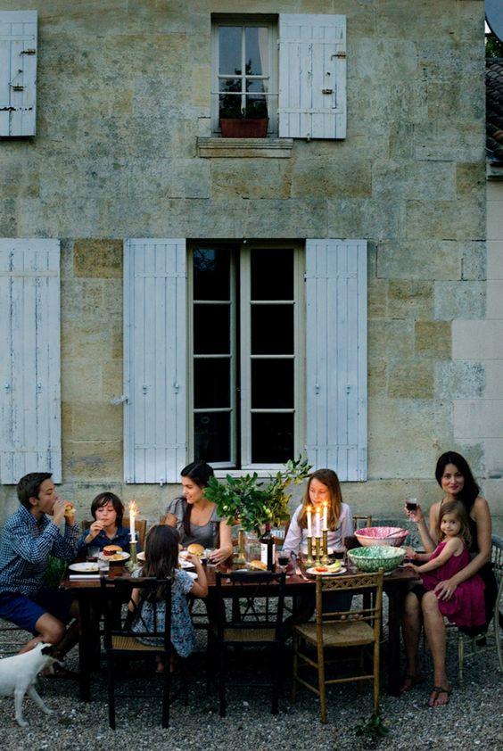 Вопрос 3: на следующий день я приглашу друзей на ужин, дети пойдут поздно спать а мы ещё будем долго сидеть на улице со свечами, пить вино и болтать обо всём