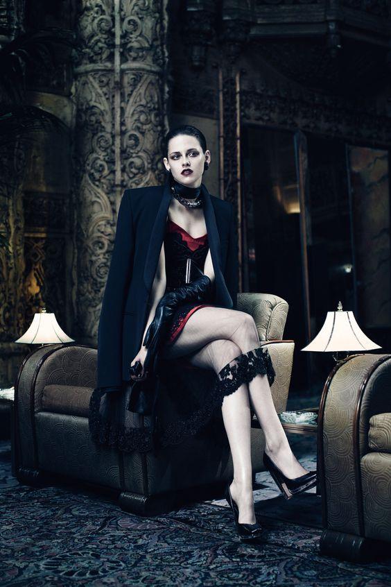 Cet édito du magazine Interview de Juin, mettant en vedette Kristen Stewart et Charlize Theron, est arrivé en même temps que la sortie du film Snow White and the Huntsman. Bien que le film en question m'intéresse très peu, je trouve ces photos tout simplement magnifiques. Une ambiance un peu dark et le stylisme très […]
