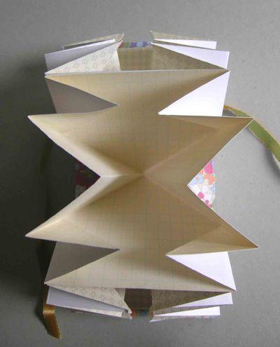 Diy jolie pochette de rangement pour vos papiers papier for Pochette murale de rangement