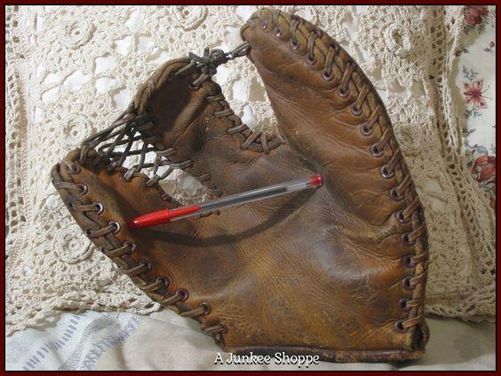 MACGREGOR GOLDSMITH Trapper Baseball Glove Mitt Antique  IMG4077  http://ajunkeeshoppe.blogspot.com/