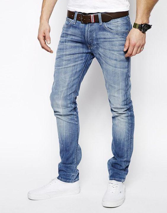 €96, Blaue Enge Jeans von Lee. Online-Shop: Asos. Klicken Sie hier für mehr Informationen: https://lookastic.com/men/shop_items/237059/redirect
