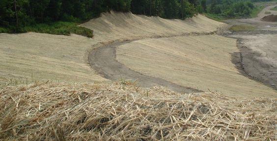 Terraquavie notre fournisseur en géotextile et produit de contrôle de l'érosion. Ensemencement de matelas anti-érosion / stabilisation des sols et des pentes