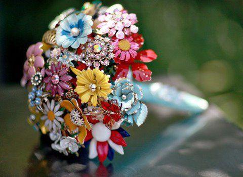 "Vintage Brooch Bouquet"" ...   lillyslace.blogspot.com"