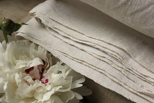 Gorgeous 19th century , antique French linen sheet ~ lovely linen! Beautiful for French country, Swedish / Gustavian interiors ~ beautiful pure linen ~ www.textiletrunk.com