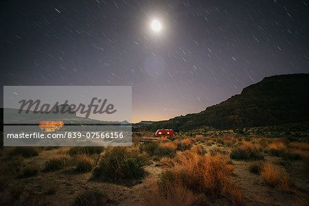 Hole in the wall campground, Mojave National Preserve, California, USA  – Bild © Cultura RM / Masterfile.com: Kreative Stock-Fotografie, Vektoren und Illustrationen für Internet-, Print- und Mobile-Nutzung
