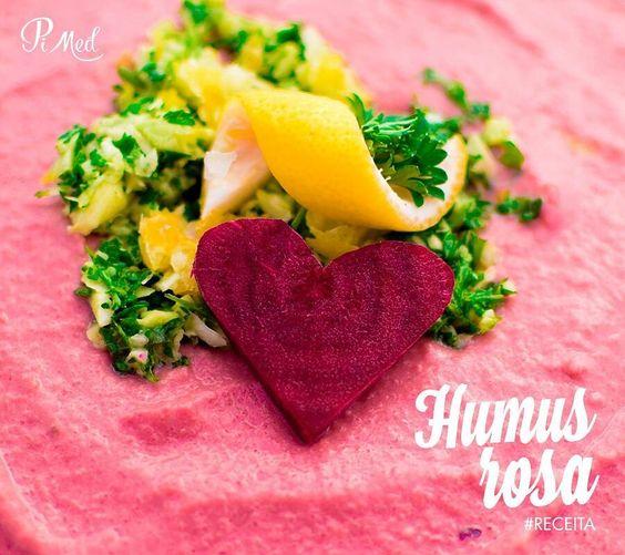 O grão de bico é rico em sabor e proteína e você vai adorar esta receita. Confira no site: http://ift.tt/2coQfvd (copie e cole o link no navegador). #hummusrosa #receita #dieta #alimentacao #saude #3vezesmaissaude #pimed #drjpimentel