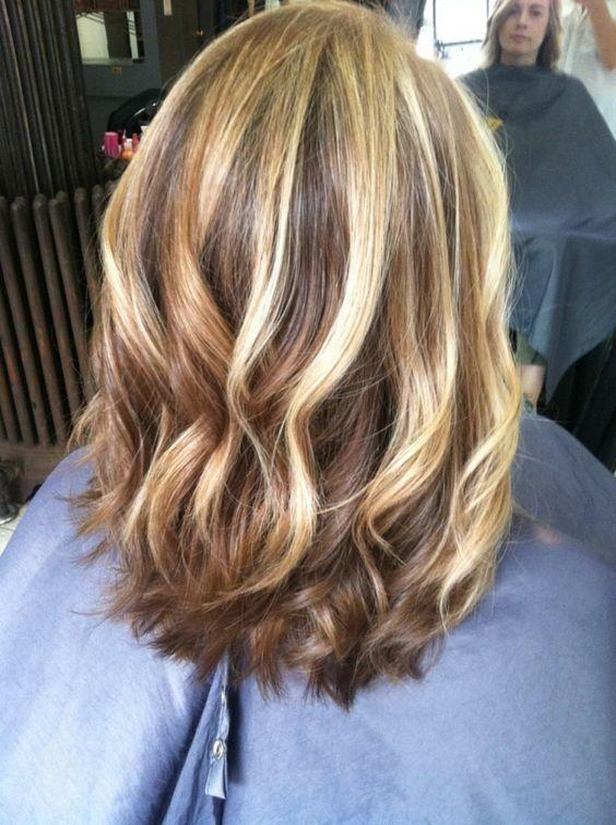Włosy Na Wiosnę 2019 Fryzury Półdługie Cieniowane Fryzury
