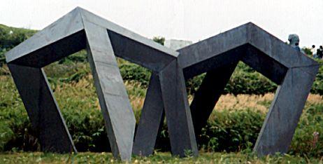 Hersúa, The Utsukushi-ga-hara open-air Museum Japón  Estructura de hierro cubierta de cobre 320 X 680 X 670cms