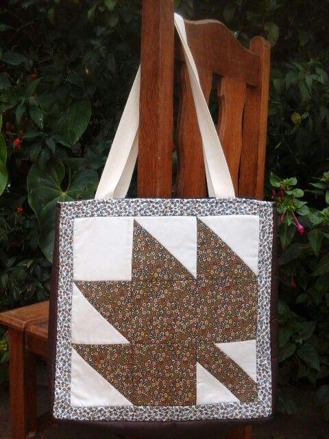 Bolsa com o bloco de patchwork Folha de Outono. Maple Leaf Block
