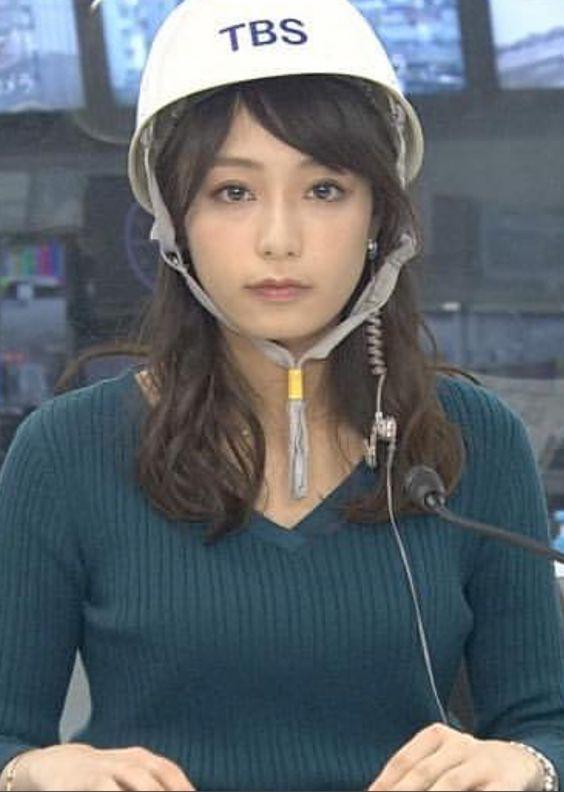 ヘルメットをかぶる宇垣美里