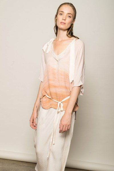 See the complete Raquel Allegra Resort 2017 collection.