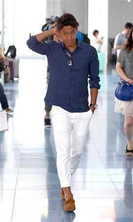 ◆プレミア◆香川真司、英国へ出発 紺のシャツに真っ白なジーンズで大人のいでたち(´・ω・`) : WorldFootballNewS