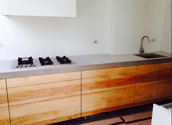 Massief houten keukenblok met stoer betonnen blad. van hammerstein ...