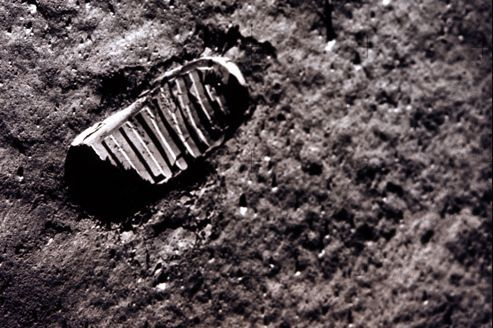 neil armstrong footprint on the moon - photo #10