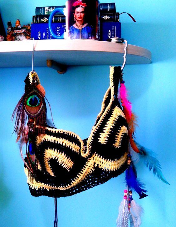 Top de Crochet feito a mão https://mirelando.wordpress.com/2015/02/10/penas-e-frida-ou-frida-e-penas/