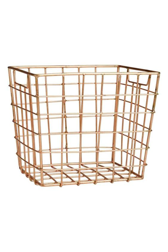 Storage basket: Metal wire basket with handles at the sides. Size 13x14x16 cm.
