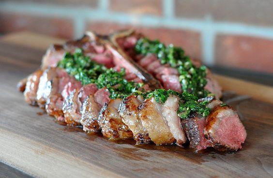 Porterhouse-Steak T-Bone richtig zubereiten – So gelingt es perfekt vom Grill