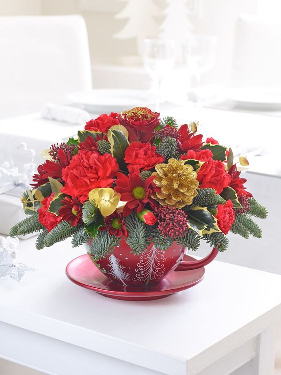 ELAINE MINTO T/A BLOOMS - Classic Christmas Teacup Arrangement - Interflora: