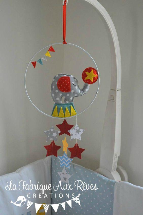 mobile éveil bébé cirque éléphant étoiles étoiles éléphant rouge jaune bleu gris décoration chambre cirque