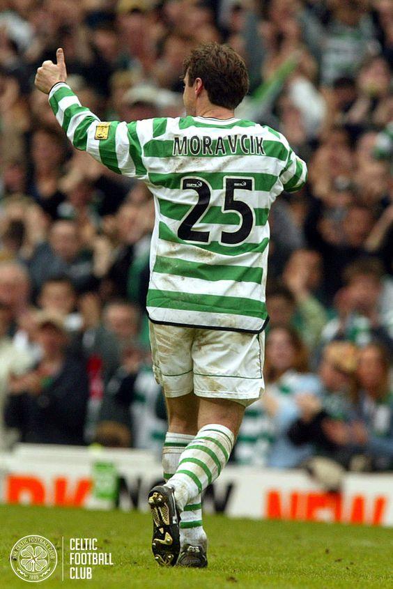 Lubo Moravcik waves goodbye to the Celtic faithful after his last appearance at Celtic Park.