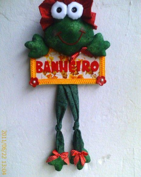 ENFEITE PARA PORTA DE BANHEIRO SAPINHO