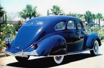 1936 Lincoln Zephyr Sedan (rear)