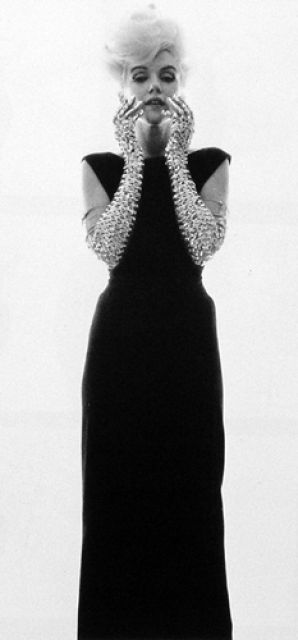 10/07/1962 Black Dress and Glitter Gloves par Bert Stern - Divine Marilyn Monroe