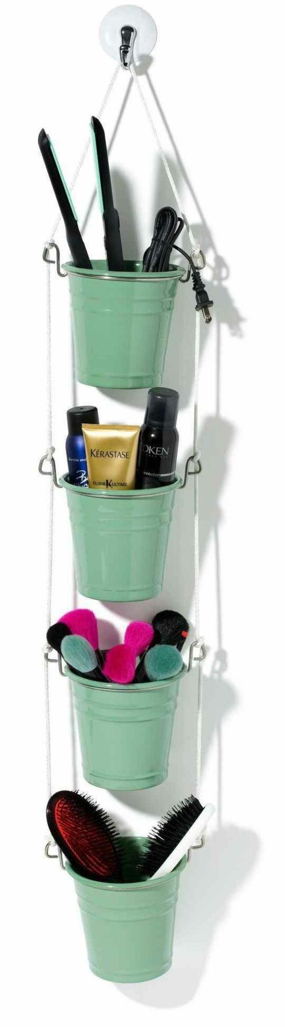 Badezimmer-Ideen-kleine-grüne-Eimer-kosmetische-Produkte