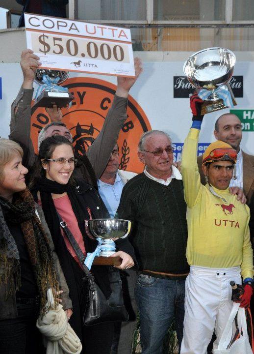 Copa Utta Río Cuarto 2012  El esperado momento de la premiación del caballo ganador, Indian Power.