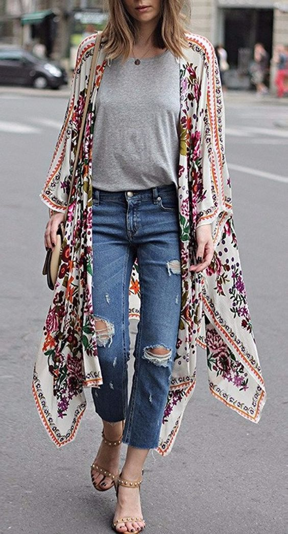 All the cool girls are going crazy about this floral kimono