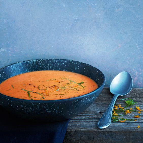 Hier kommt eine ordentliche Portion Farbe auf den Teller! Aber diese Suppe ist nicht nur was für′s Auge, sondern auch für den Gaumen.