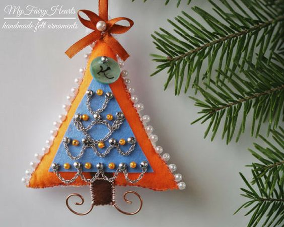 Felt wall Christmas tree, Christmas gift ornament with a secret pocket, Money tree gift, Fabric Christmas keepsake ornament, Christmas tree