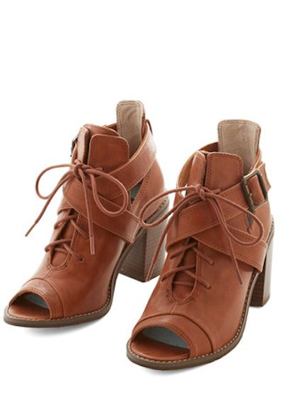 pretty brown peep-toe booties http://rstyle.me/n/qgwjmr9te