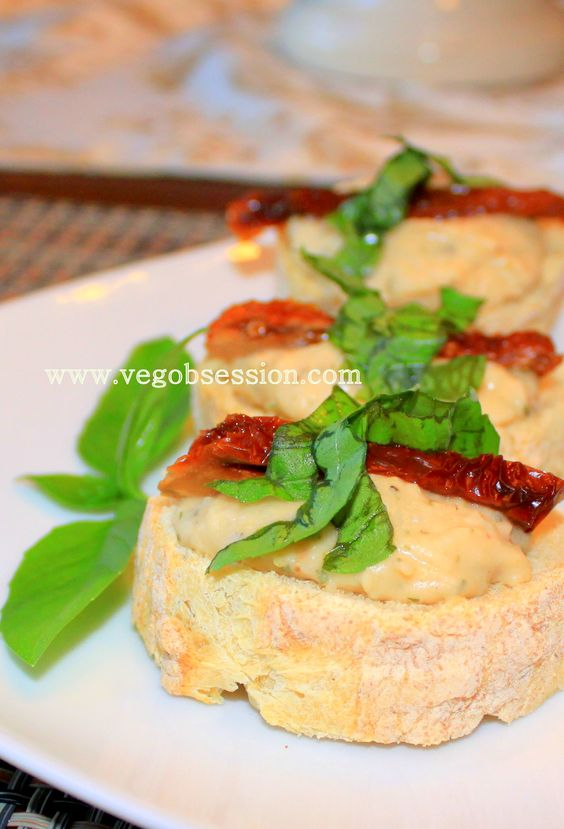 Roasted Garlic White Bean Spread with Sun Dried Tomatoes and Basil ...