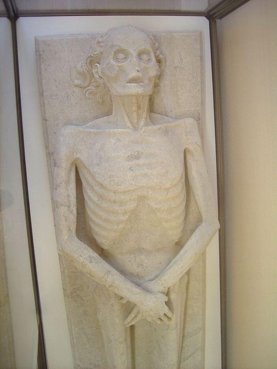 L'une des pièces maîtresses présente au Musée : Transi de Guillaume de Harcigny  (Né à Laon vers 1310 et mort le 10 juillet 1393, il était un médecin français dont celui de Charles VI de France)