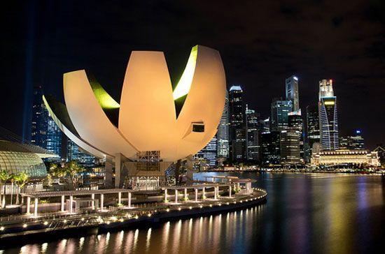 Kiến trúc của bảo tàng gợi liên tưởng đến hoa sen tinh khiết