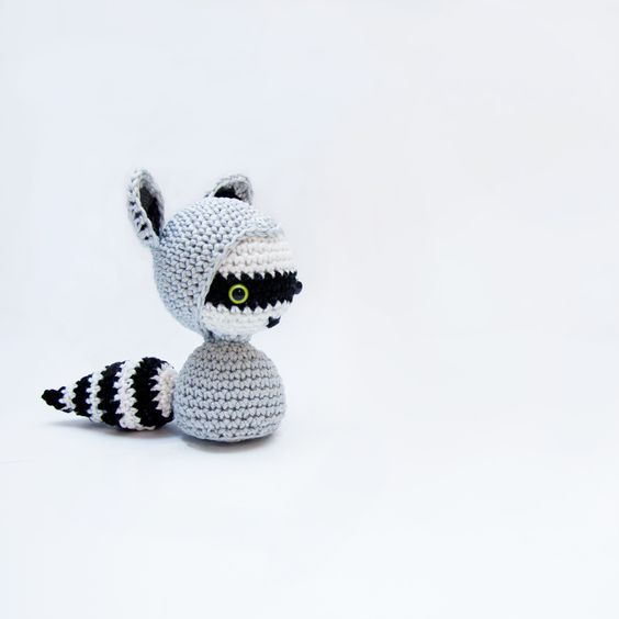 Amigurumi Raccoon Pattern Free : Raccoons, Amigurumi and Patterns on Pinterest