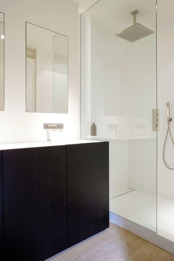 Lavabo coll la douche douche vitr e avec carrelage for Colle carrelage douche