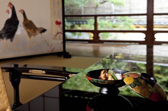 This pure Japanese style hot spring ryokan boasts guest rooms lo・・・