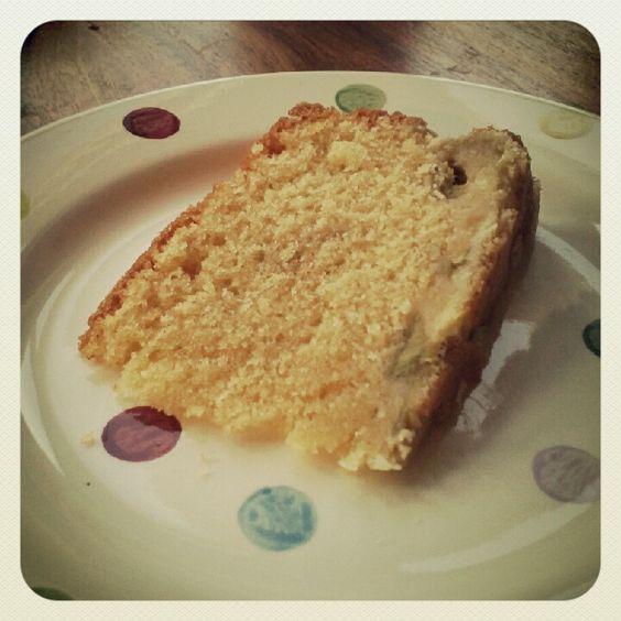 Allie in Wonderland: Rhubarb and custard cake...