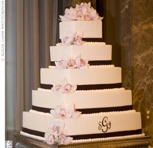 Wedding cake idea with monogram