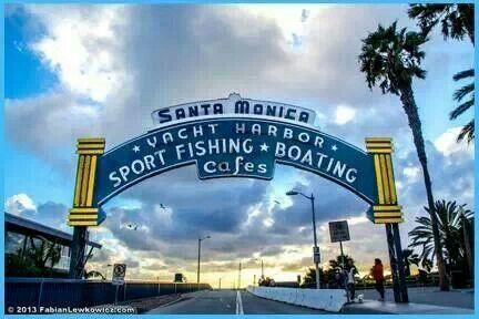 Entrance ti Santa Monica Pier