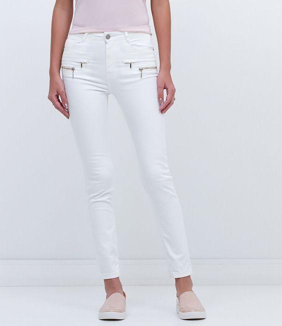 Calça feminina  Modelo cigarrete  Marca: Blue Steel  Tecido: Sarja  Composição: 97% algodão e 3% elastano  Modelo veste tamanho: 36       COLEÇÃO INVERNO 2016     Veja outras opções de    calças femininas.
