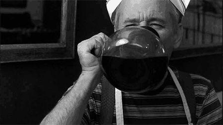 Claro que você é total e completamente inútil de manhã, e precisa de um litro de café para aguentar o dia.