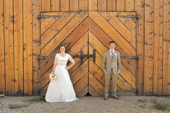A Summer Barn Wedding With Traditional Mormon Elements | Julia + Brian @cleverwedding