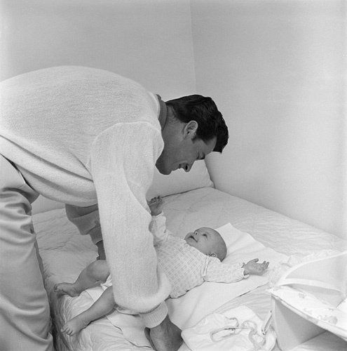 James Garner at home with daughter Gigi 09-15-1958: