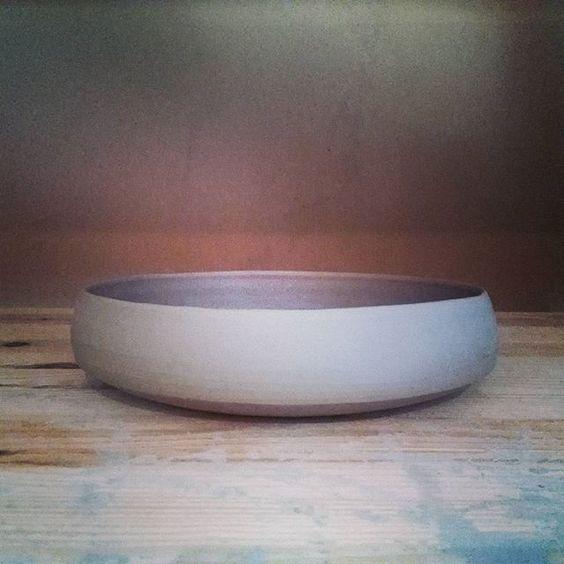 Trying out a new shape.  #ceramics #keramiek #handmade #handgemaakt #handcrafted #decoration #workinprogress #bowl #homedesign #homedecor #decoratie #interieur #schaal