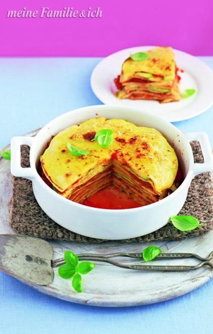 """Augenschmaus aus Italien: """"Pfannkuchen-Auflauf"""" Leckere Alternative zu Lasagne: Hier wechseln sich """"Crespelle"""", Tomatensauce und Zucchini ab. Etwas aufwendiger, aber es lohnt sich!  burdafood.net/Oliver Brachat  http://www.daskochrezept.de/meine-familie-und-ich"""
