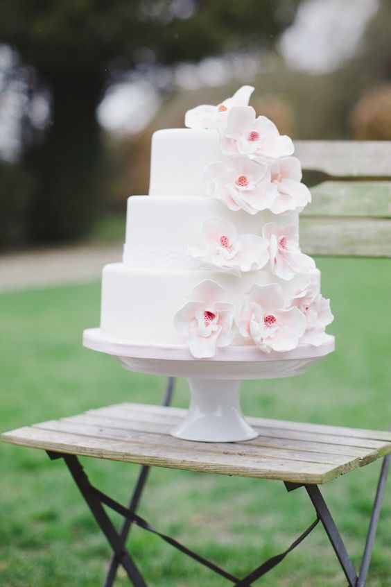 this pretty crafted by http://www.giftedheartcakes.co.uk/ gets our vote for Cake of the Day   Photography by http://carolinejoy.com