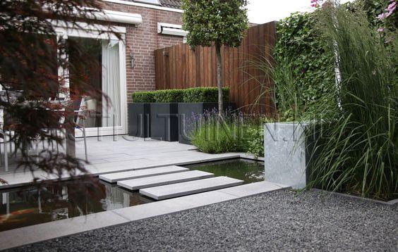 Tuinontwerp met eigentijdse materialen polyester plantenbakken strakke plantenbakken met buxus - Eigentijdse landscaping ...